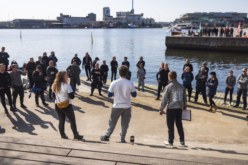 Voi teamed up with Os Om Havet and GoDive for a clean-up event in Aarhus.