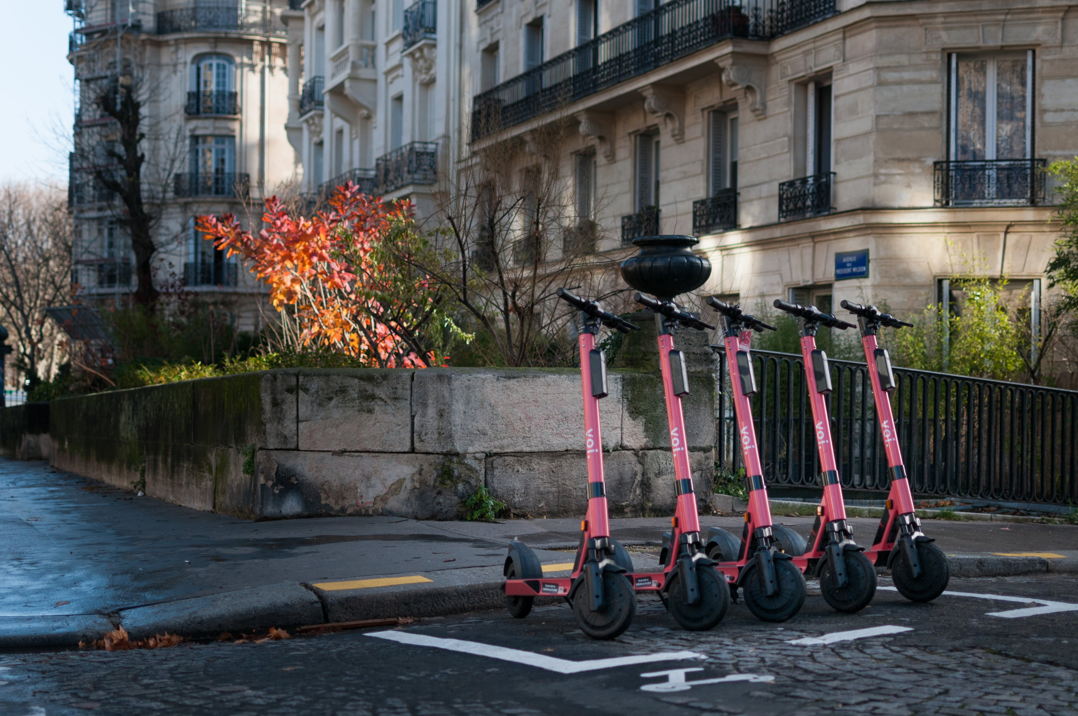parking e-scooters
